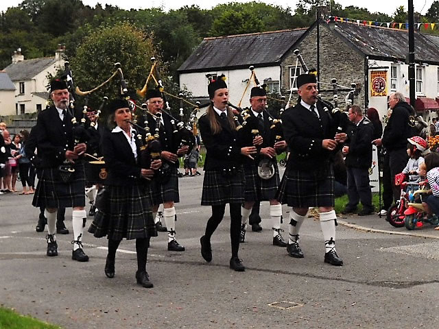 Kernow Pipes & Drums at Grampound Carnival 2017