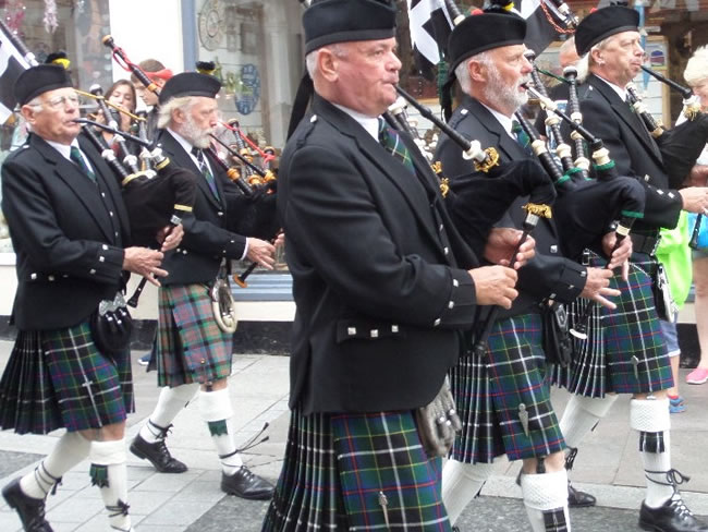 kernow pipes and drums at Newquay lifeboat day 2015