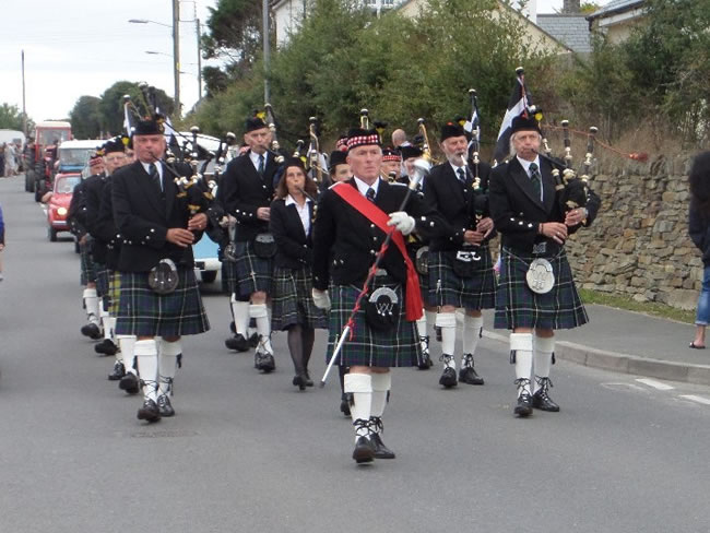kernow pipes and drums at st merryn carnival 2015