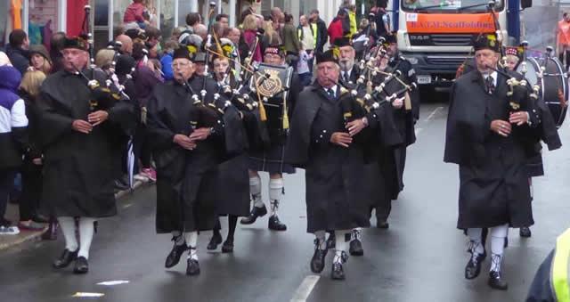 Kernow Pipes & Drums at Wadebridge carnival 2017