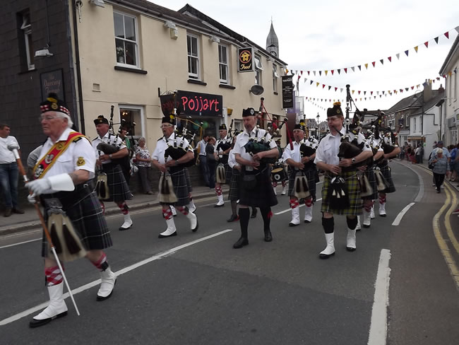 Kernow Pipes and Drums at Wadebridge carnival 2013